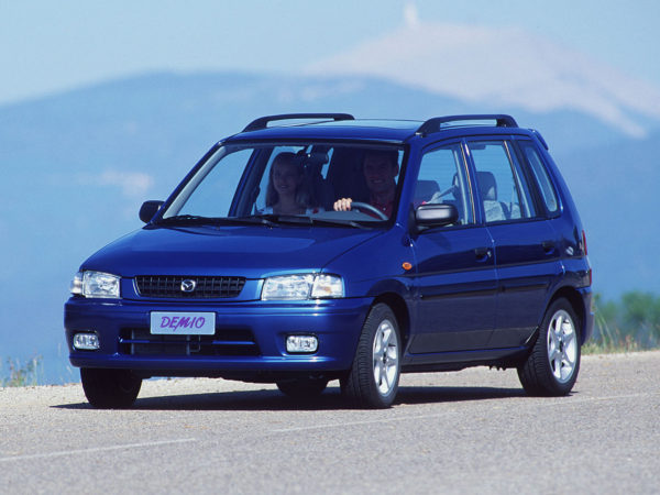 Комплект порогов MazdaDemio (1997-2007)