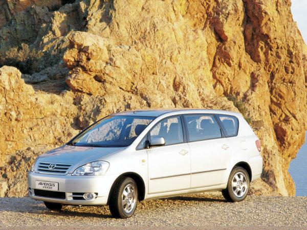 Комплект порогов Toyota Avensis\Corolla Verso (2001–2003)